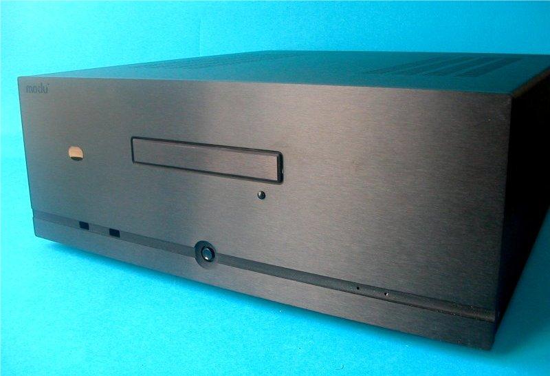 1MD11N - PC, HTPC skříň hliníková - černý přední panel